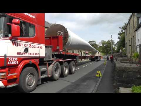 Windfarm components delivery through Overtown, Cliviger.